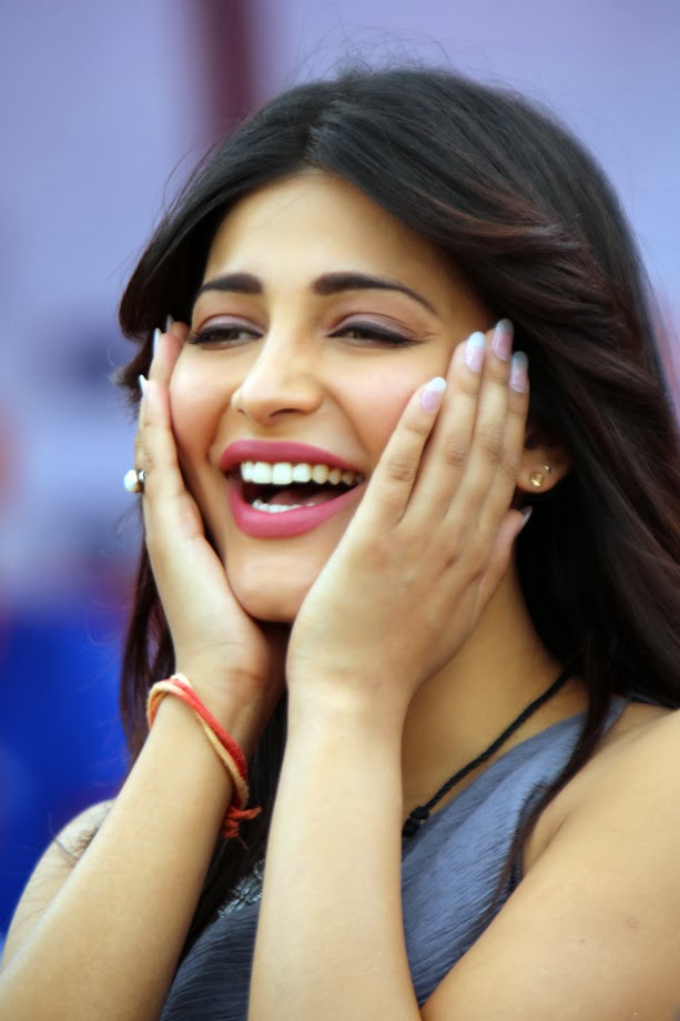 Shruti Haasan Very Funny Smiling Photos