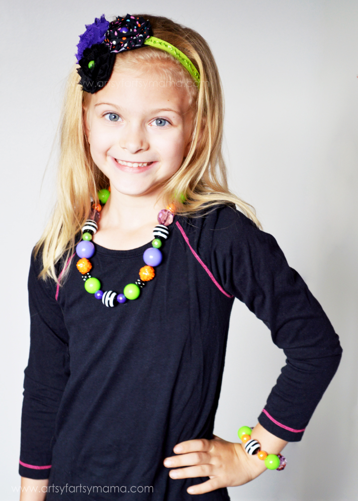 Easy Halloween Necklace and Headbands at artsyfartsymama.com