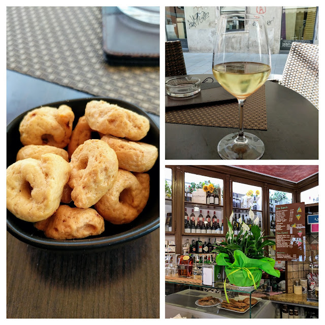 Things to do in Trieste: get a glass of wine and snacks at Bar Porta Marina