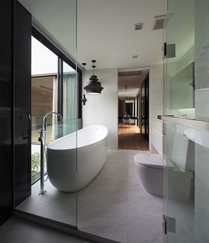 Small bathroom in Modern mansion in Singapore