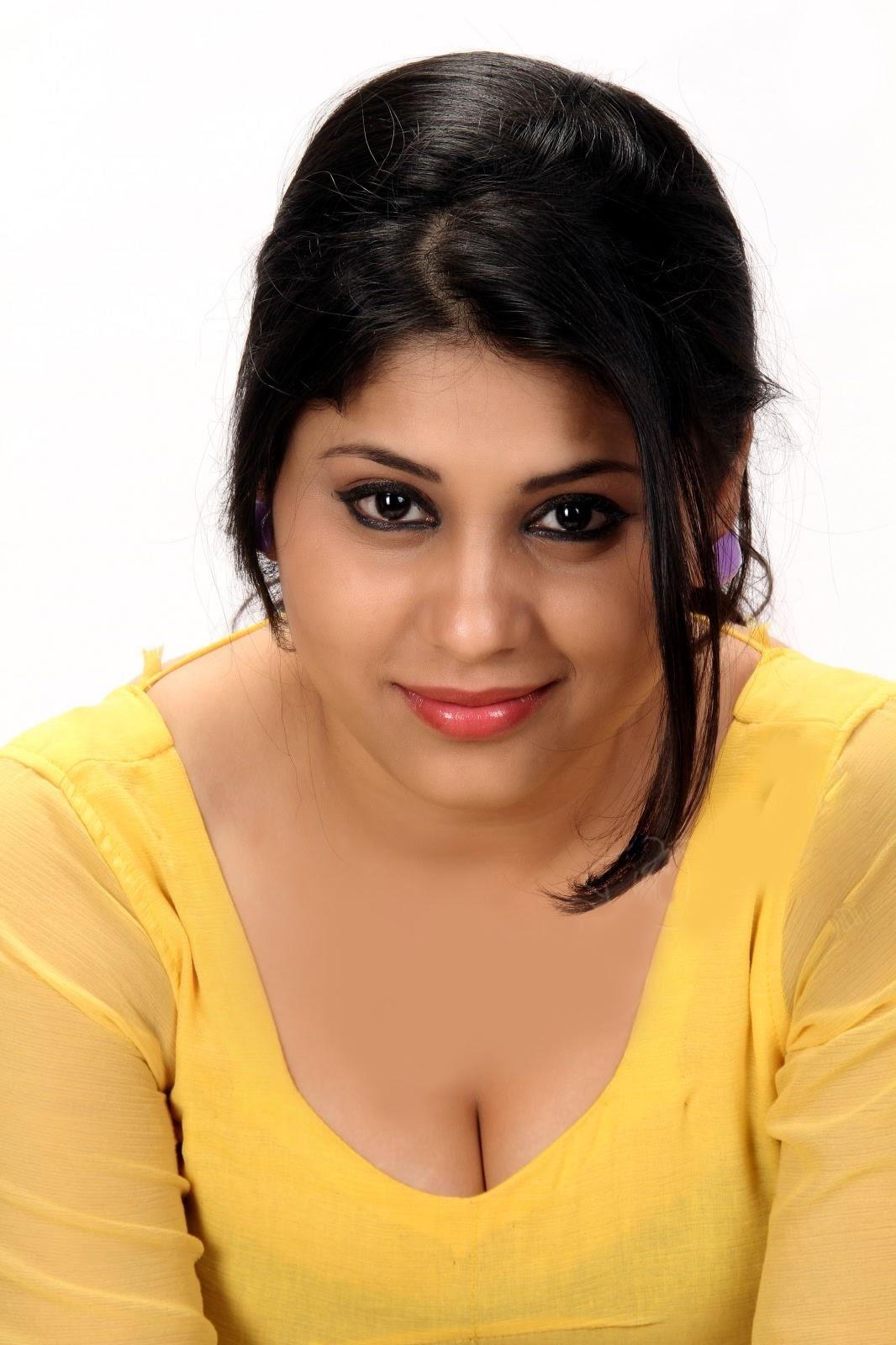 actress cleavage stills