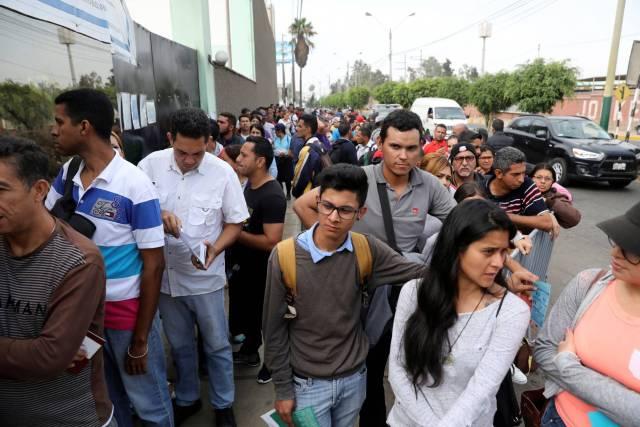 Ya no caben más venezolanos en Perú : Está desbordado