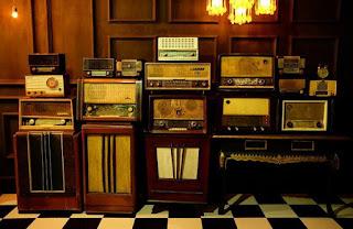 Dijual Radio Antik Tabung Jaman Londo Kumpeni