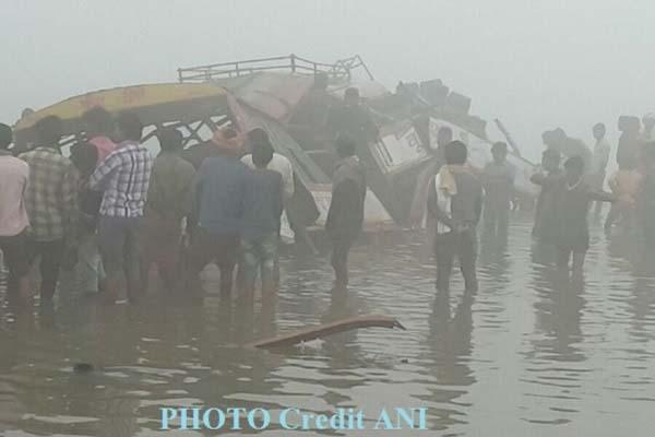 bus-drown-in-river-due-to-fod-in-banda-uttar-pradesh-news-in-hindi