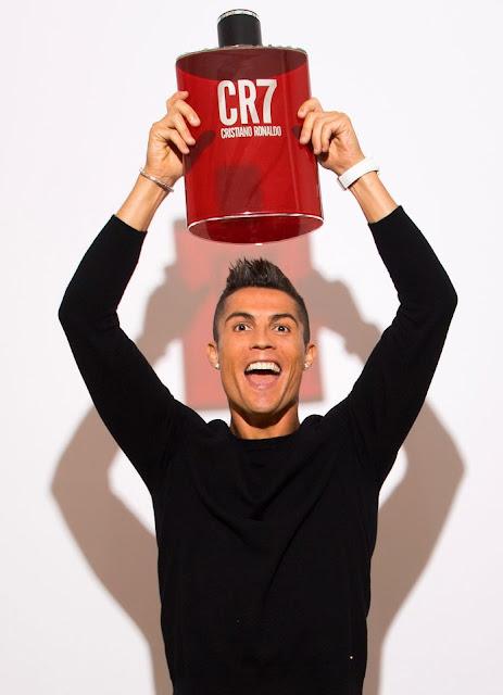 Cris Ronaldo toe toét cười ra mắt 'mê hồn hương' 2