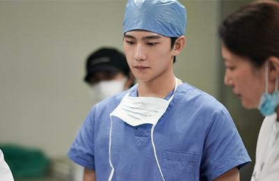Yang Yang como Dr. Le Bin