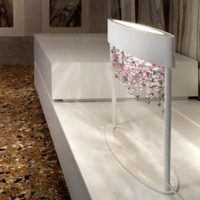 Elegante lampara con pedrería de cristal.