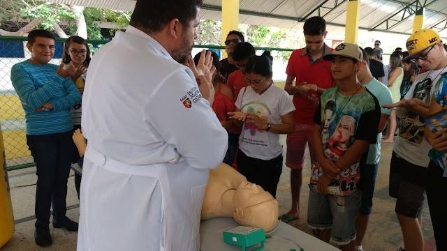 Escola Jaime Laurindo realiza a primeira Feira de Profissões