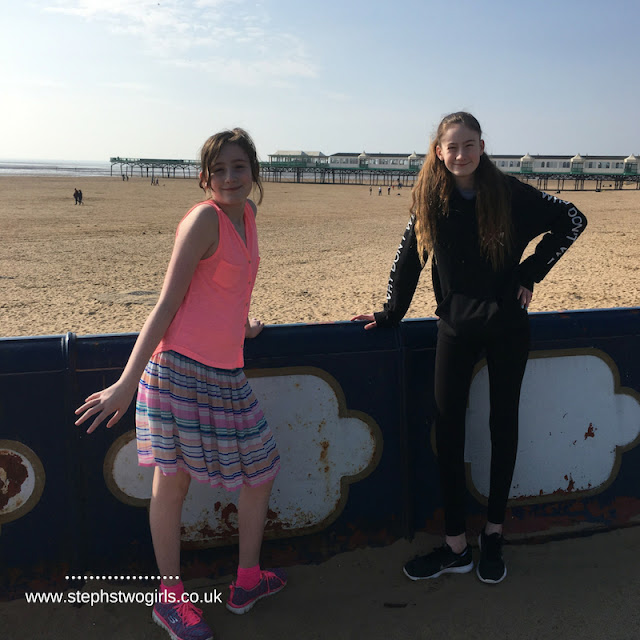 stephs two girls at annes pier