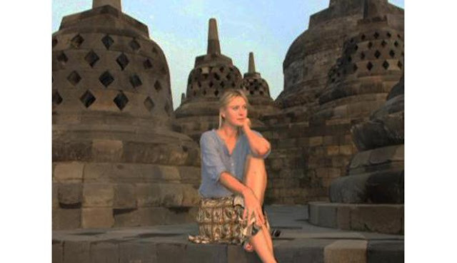 Petenis Maria Sharapova berkunjung ke Candi Borobudur