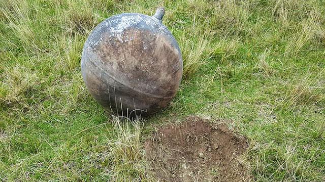 В Перу с неба упал загадочный стальной шар диаметром в метр