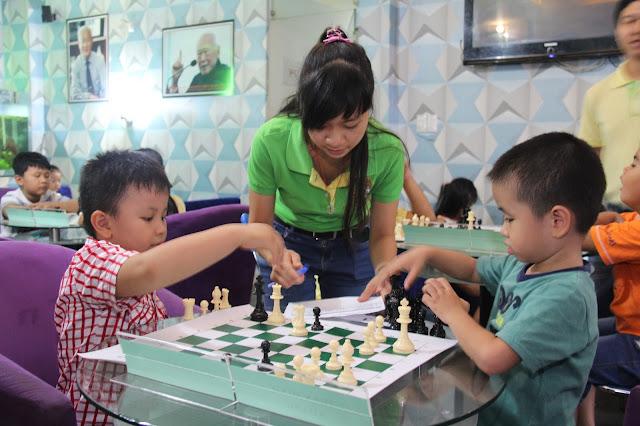 Học cờ vua cho thiếu nhi tại Dĩ An - Bình Dương