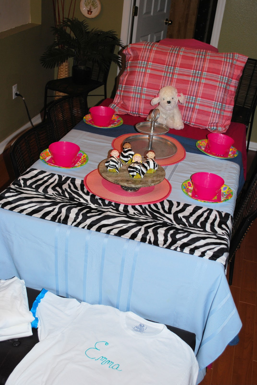 Love Bug Living Slumber Party Table