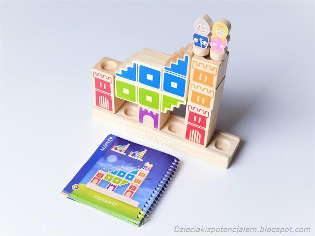 budowanie zamku z gry kamelot junior według instrukcji wydawanych przez rodzica