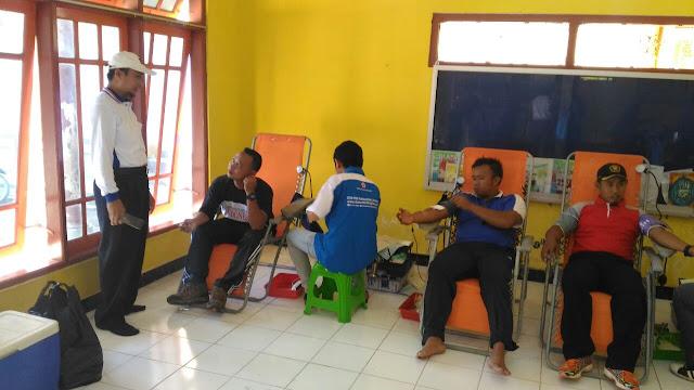 Pelaksanaan Donor Darah dalam rangkaian Bakti Sosial di Watukebo