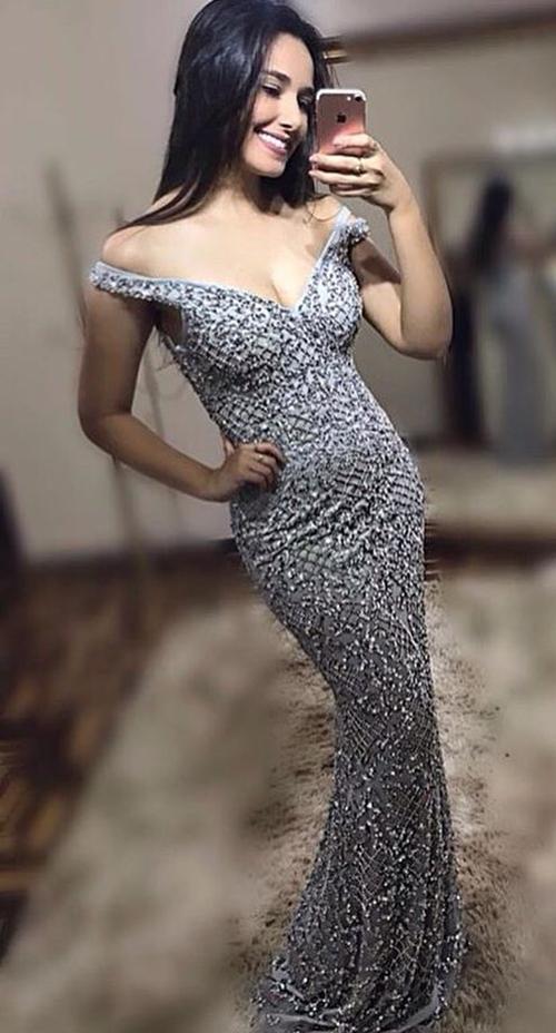 vestido de festa cinza prateado