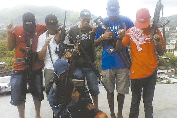 traficantes comando vermelho  cv  pcc  fdn  fotos armas