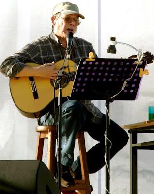 Foto de Silvio Rodríguez en el escenario