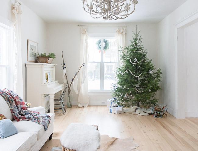 Favorite Vintage Whites Blog: Vanessa's Christmas Home TourAnd Pickled  YM61