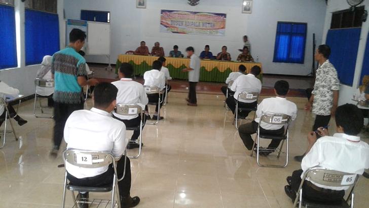 Sebanyak 16 Peserta Ramaikan Ujian Tertulis Seleksi Kadus Desa Adipala Wetan