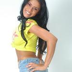 Andrea Rincon, Selena Spice Galeria 10 : Minifalda De Jean y Camiseta Amarilla Foto 9