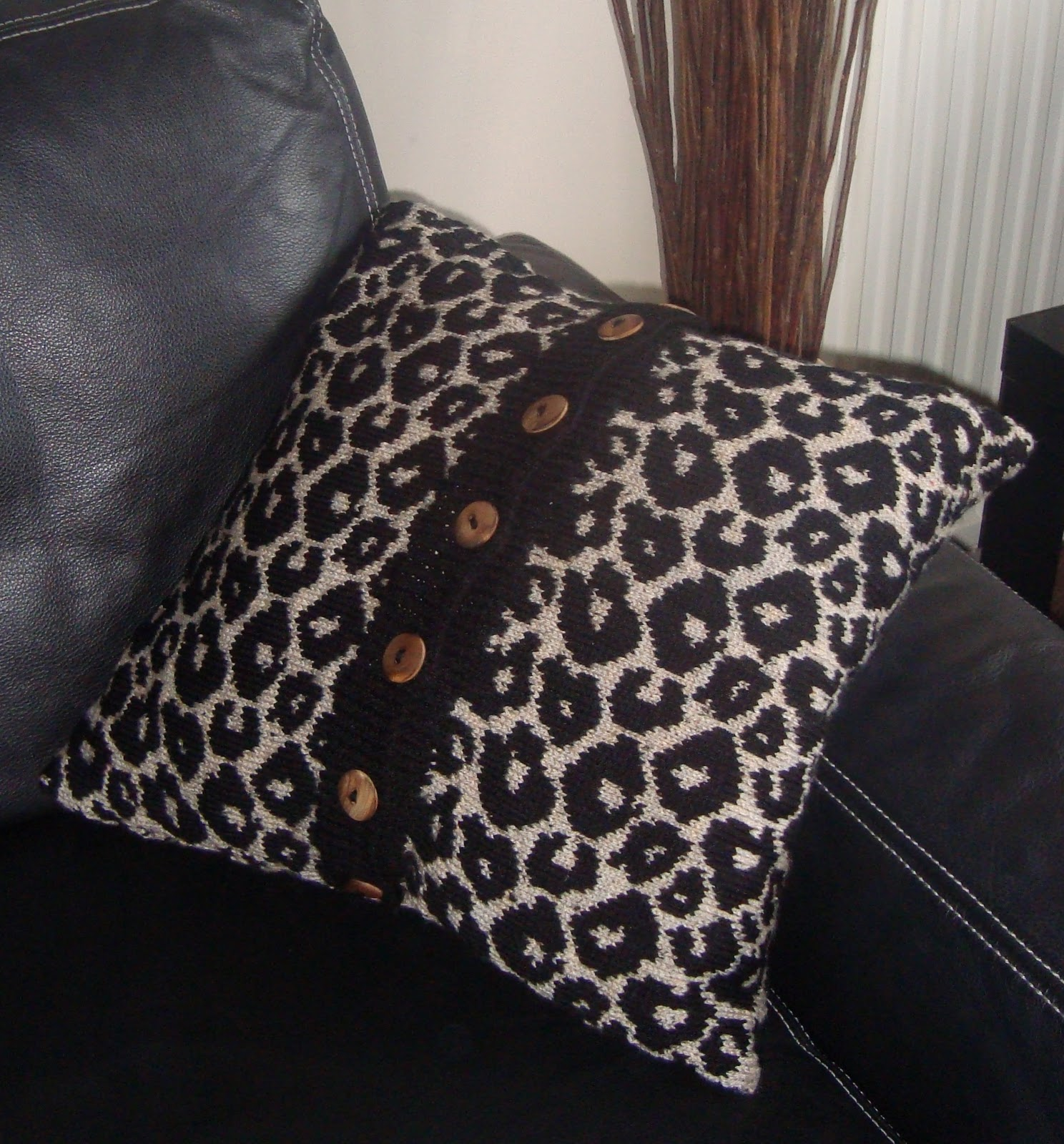 Zebra Print Knitting Pattern : Leopard cushion cover knitting pattern