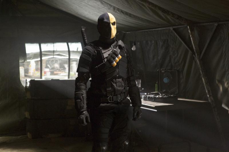 """SNEAK PEEK: """"Arrow"""": 'Deathstroke' """"Damaged"""" - November 7 ..."""