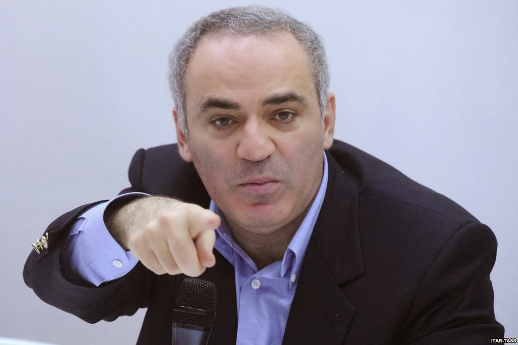 Garry Kasparov talking smack at a press conference