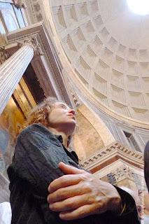Chuva de pétalas no Pantheon, missa