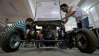 """طلاب مصريون يصممون """"سيارة"""" تعمل بالأكسجين المضغوط"""
