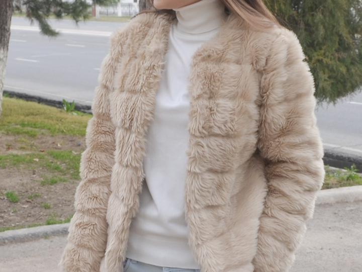 diyorasnotes_fashion_blogger_fur_white_tutleneck_stree_style_look_of_the_day