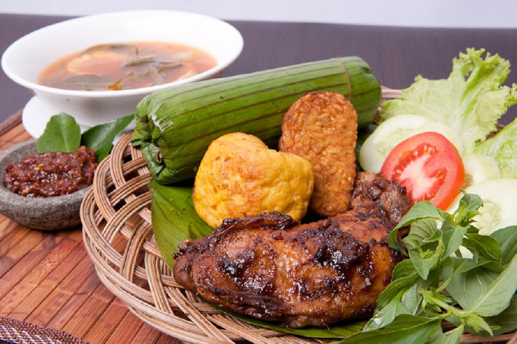 culture of indonesian: indonesian traditional food pictures