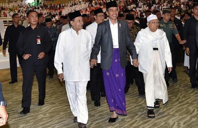 Jokowi Digandeng Habib Luthfi bin Yahya dan KH Ma'ruf Amin