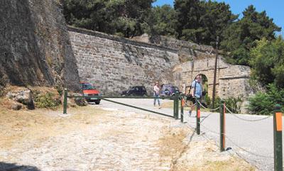 Η Εφορεία Αρχαιοτήτων για καθαρισμό κάστρου Ζακύνθου