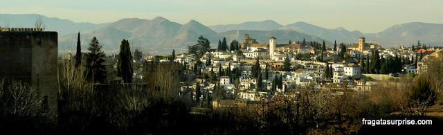 Granada, Andaluzia: o bairro mouro do Albaicín visto da Alhambra