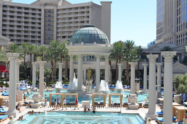 Jardim dos Deuses - piscinas do Caesars Palace.