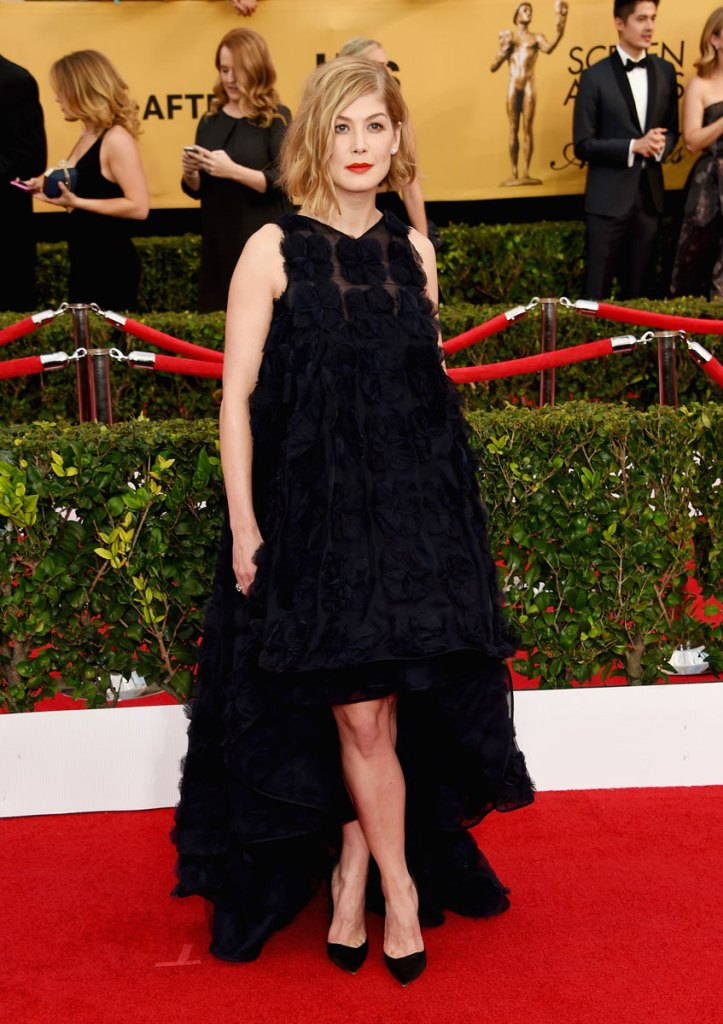 Rosamund Pike in Dior Haute Couture, SAG Awards 2015, Best dressed, Trending, Red carpet divas, Fashion, Fashion divas, Style statement, Award shows, Red Carpet fashion, Red alice rao, redalicerao, Fashion blog, Leading fashion blog, Pakistan