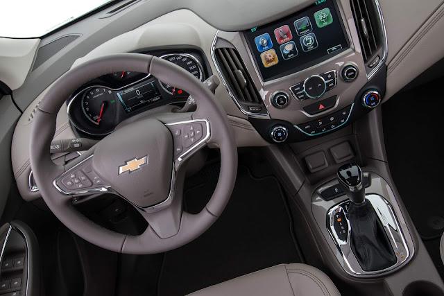 Chevrolet Cruze Hatch 2017 - interior - painel
