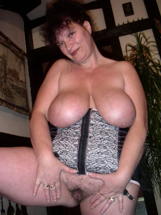 archive of old women Busty Kim Solo
