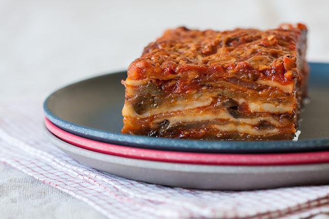 Vegetarijanski složenac od patlidžana, paradajza i sira