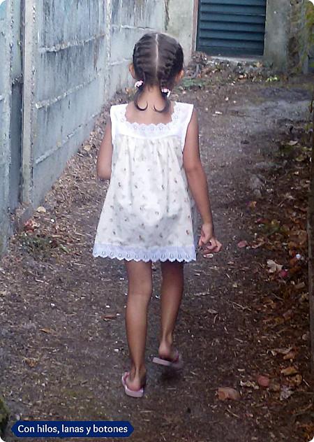 Con hilos, lanas y botones: Blusón de rosas mini con tira bordada
