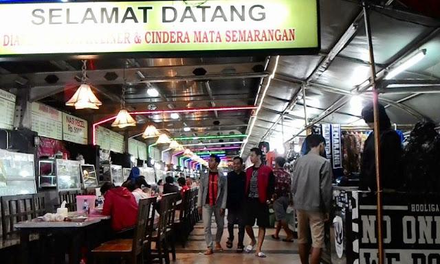 Suasana pujasera Simpanglima Kota Semarang. Foto hellosemarang.com.