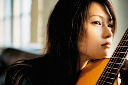 30 Daftar Lagu Yui Terbaik dan Terkeren (Penyanyi Jepang)
