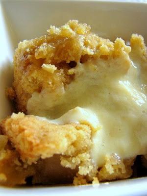 http://www.cookingandme.com/2009/07/easy-apple-crumble-with-vanilla-custard.html