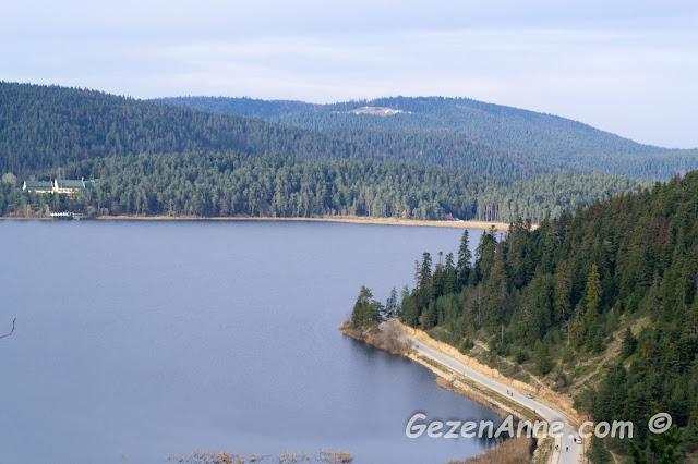 Mudurnu yolundan Abant gölüne üstten bir bakış ve güzel manzara