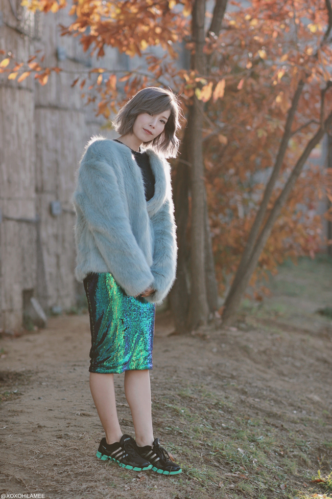 Japanese Fashion Blogger,MizuhoK,20191215OOTD, Forever21= SEQUIN SWEATER, CHOIES=GREEN BLUE SEQUIN SKIRT, Bershka= faux fur jacket, ZARA= cross body bag, adidas=sneakers