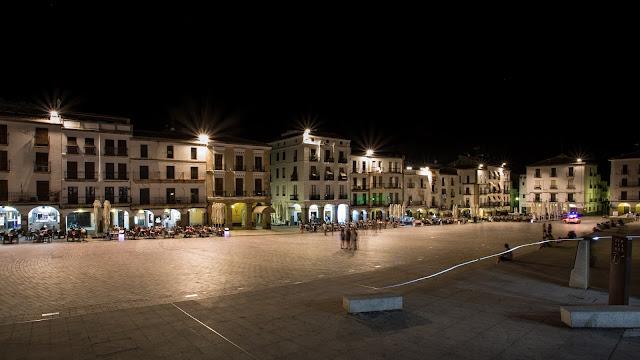 Plaza Mayor :: Canon EOS5D MkIII | ISO100 | Canon 17-40@17mm | f/14 | 30s (tripod)