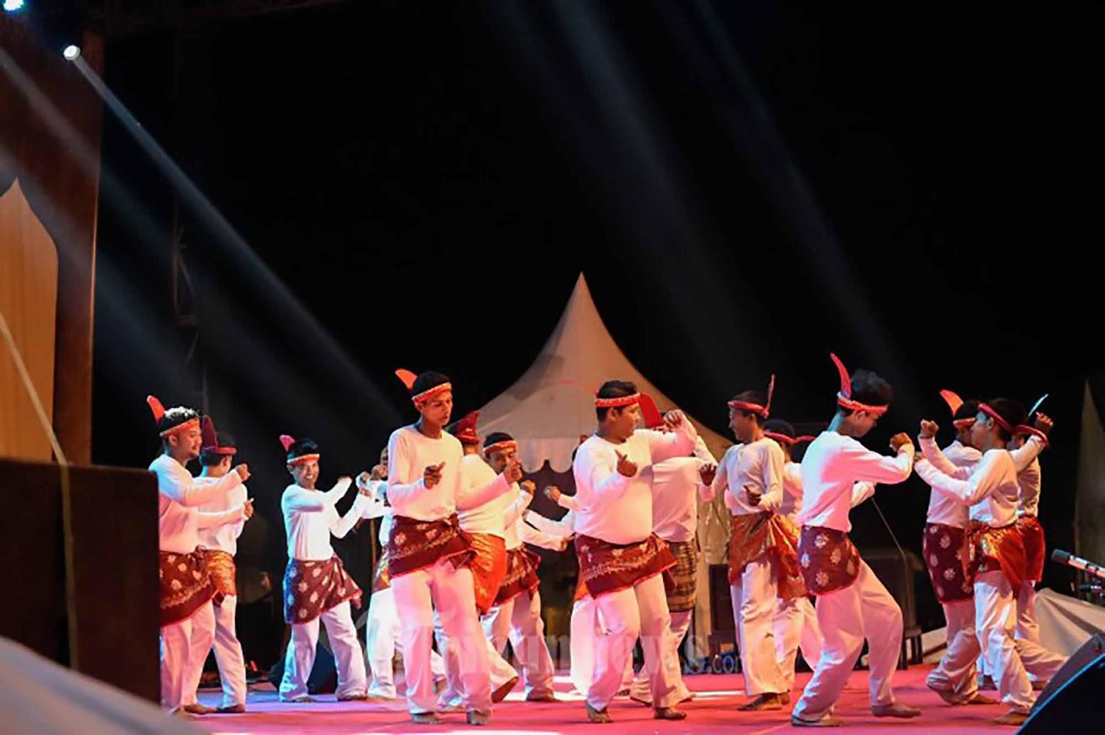 Tari Seudati Tarian Tradisional Aceh  Kamera Budaya