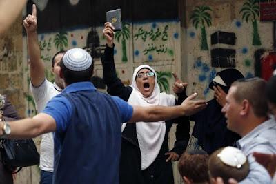 Quanto um muçulmano ganha por mês para importunar e ameaçar judeus em Jerusalém?