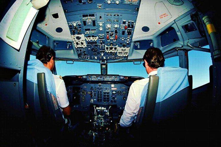 Pilotların uçanın zemininde oluşan delikten bilgileri yoktu, onlar uçağın kontrolünü tekrar sağlamak için çaba sarfediyordu.